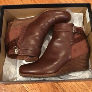 Brown booties in near perfect condition